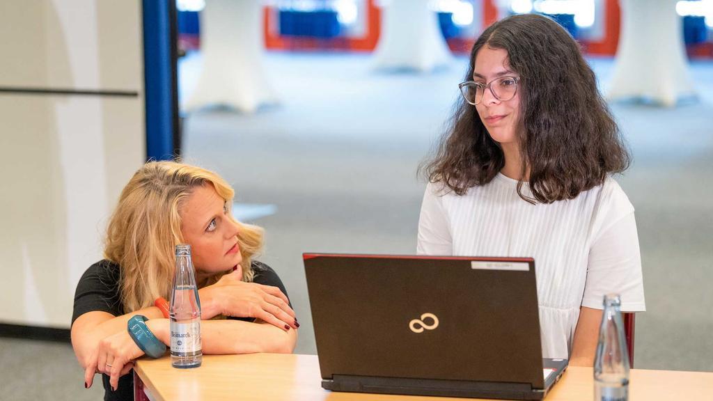 Barbara Schöneberger unterstützt Mädchen dabei, unabhängig von Geschlechterklischees ihren Beruf zu wählen