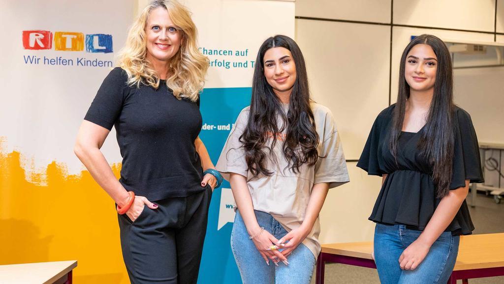 Barbara Schöneberger ist Botschafterin für die Deutsche Kinder- und Jugendstiftung (DKJS)