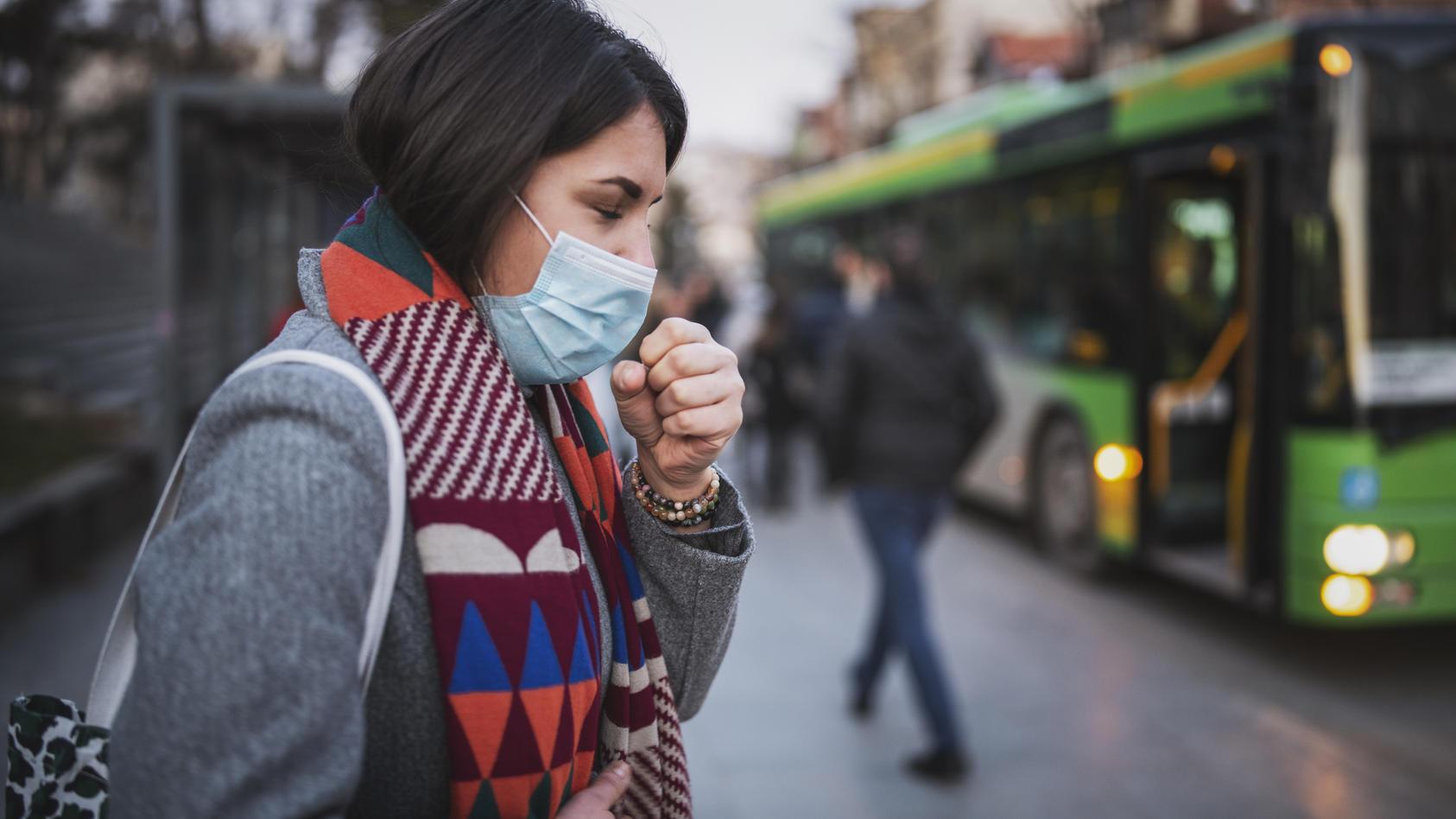 Schweizer Forscher haben herausgefunden, dass Corona-Infizierte offenbar früher ansteckend sind, als man bisher dachte. Müssen nun mehr Menschen in Quarantäne?