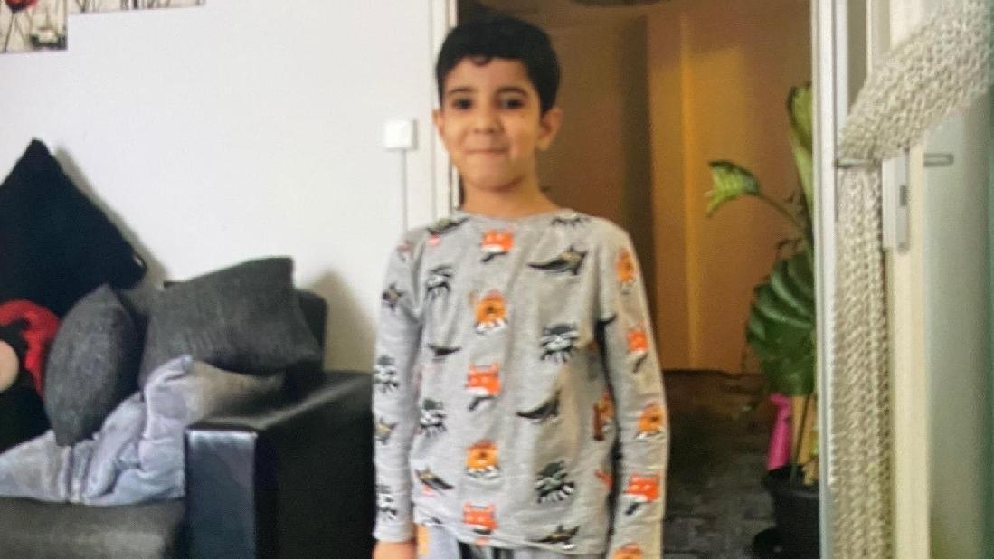 Ali (6) starb bei einem Unfall nur wenige Meter von der Wohnung entfernt – nur eine Woche vor seiner Einschulung.