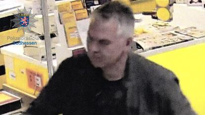 Die Polizei Rüsselsheim sucht nach diesem Mann. Er soll ein verdächtiges Paket ans niedersächsische Umweltministerium geschickt haben.