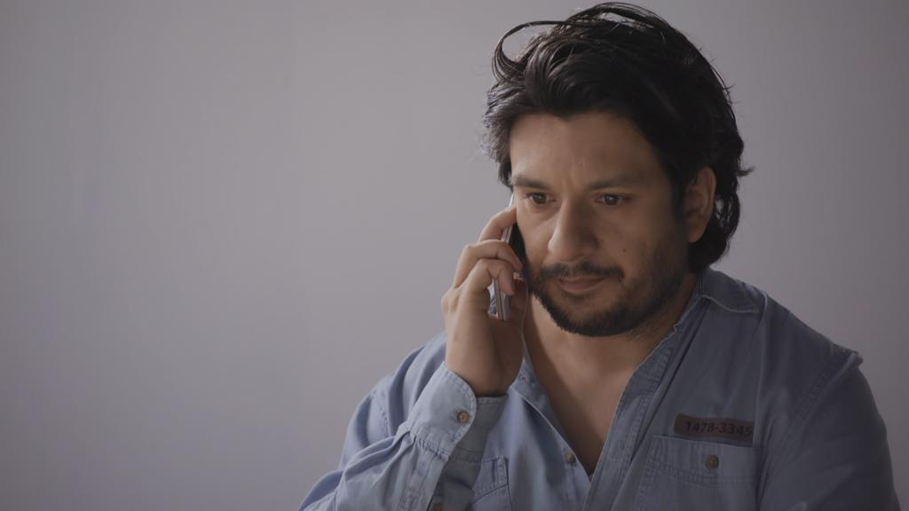 AWZ: Maximilian telefoniert mit Nathalie.
