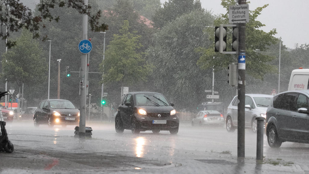 Niedersachsen, Hannover, 17.08.2020, Unwetter in der Landeshauptstadt, Starkregen, Regen, *** Lower Saxony, Hannover, 17 08 2020, thunderstorm in the state capital, heavy rain, rain,