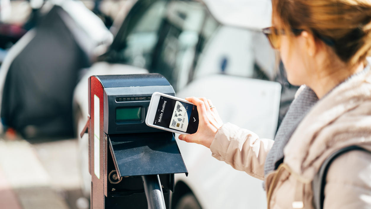 Moderne Technik beim Carsharing: Bargeldlos bezahlen und E-Auto fahren.