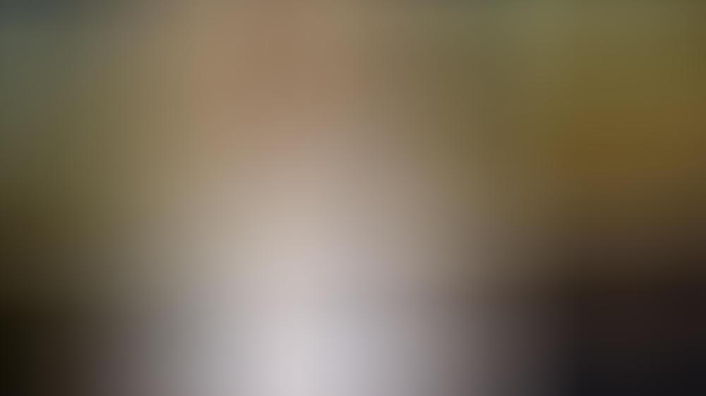 Tilda Swinton trug eine goldene Maske auf dem roten Teppich.