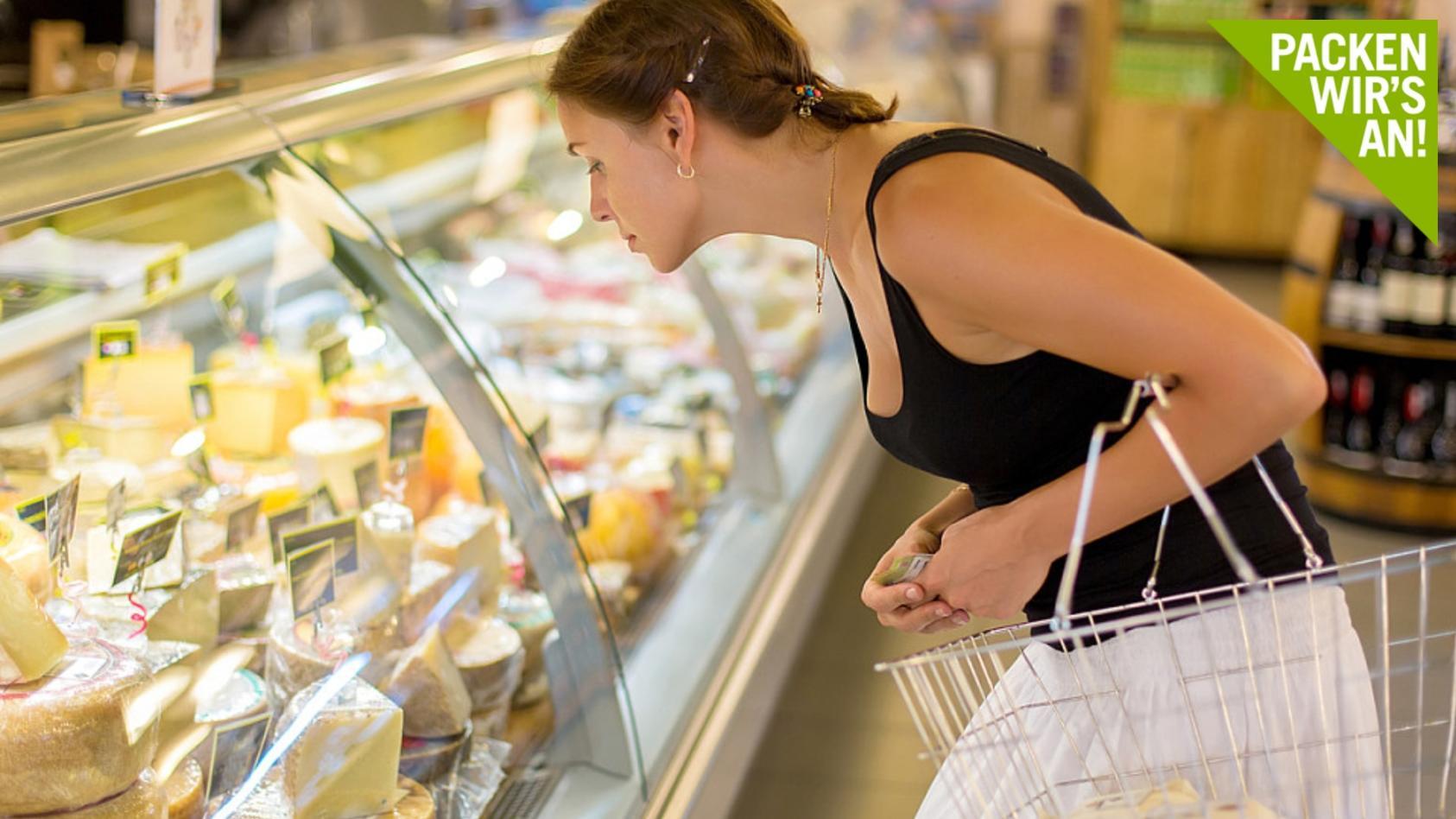 Käse, Fleisch und Kuhmilch etwa müssten einer Studie zufolge deutlich mehr kosten als sie es aktuell tun.