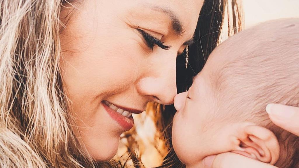 Fiona Erdmann und Baby Leo, 2020.
