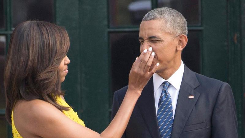 Barack Obama (r), ehemaliger US-Präsident, und seine First Lady Michelle Obama. Foto: Shawn Thew/EPA/dpa