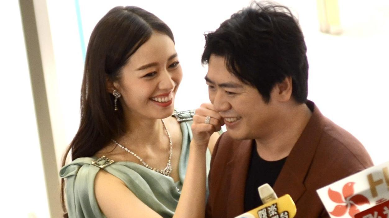 Der chinesisiche Star-Pianist Lang Lang  und seine deutsch-koreanische Ehefrau Gina Alice Redlinger, die ebenfalls Pianistin ist.