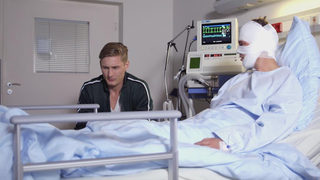 Unter uns: Conor spricht mit seinem Vater Till