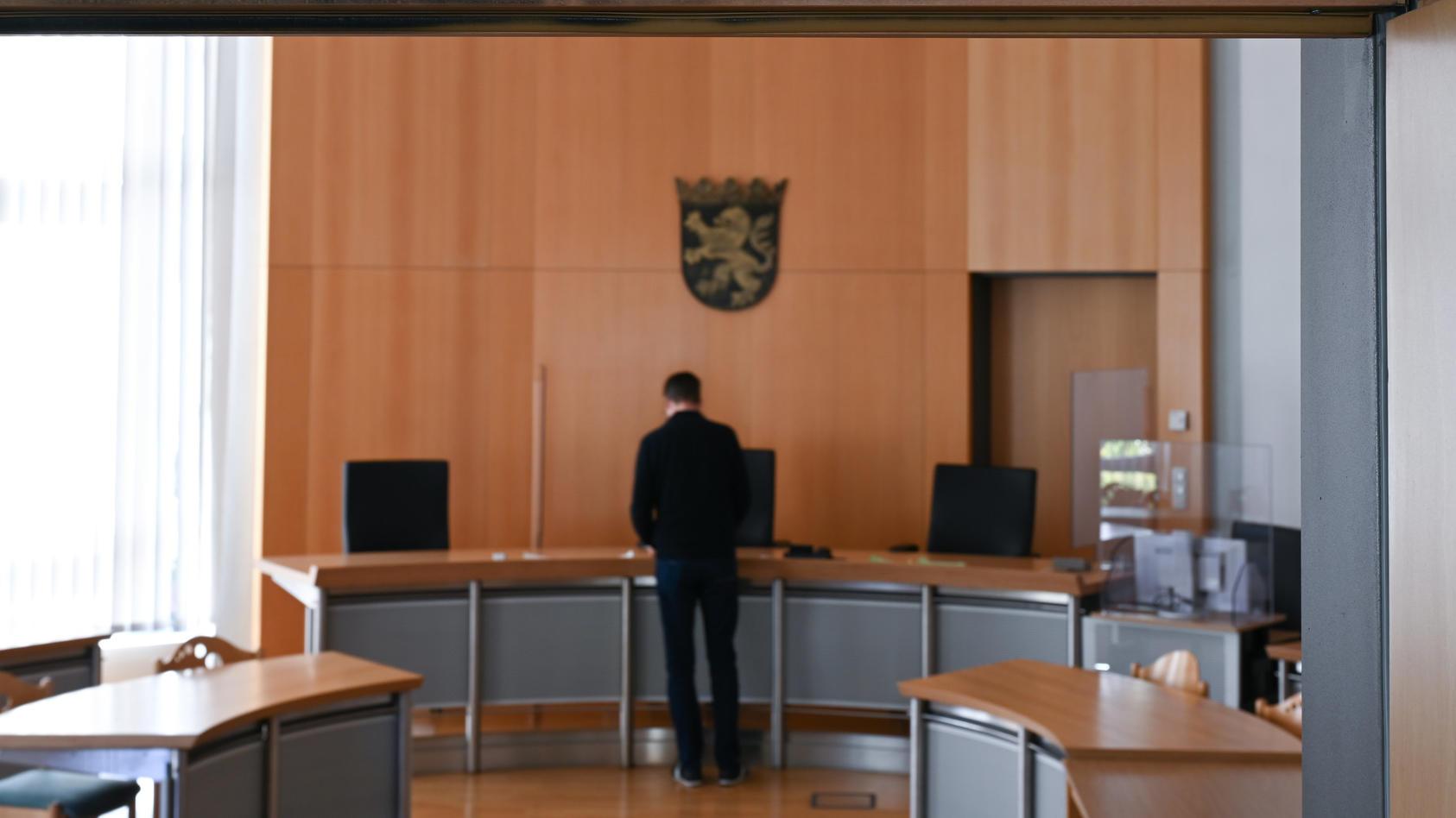 Das Amtsgericht Alsfeld hat einen jungenHacke zu neun Monaten Jugendstrafe auf Bewährung verurteilt.