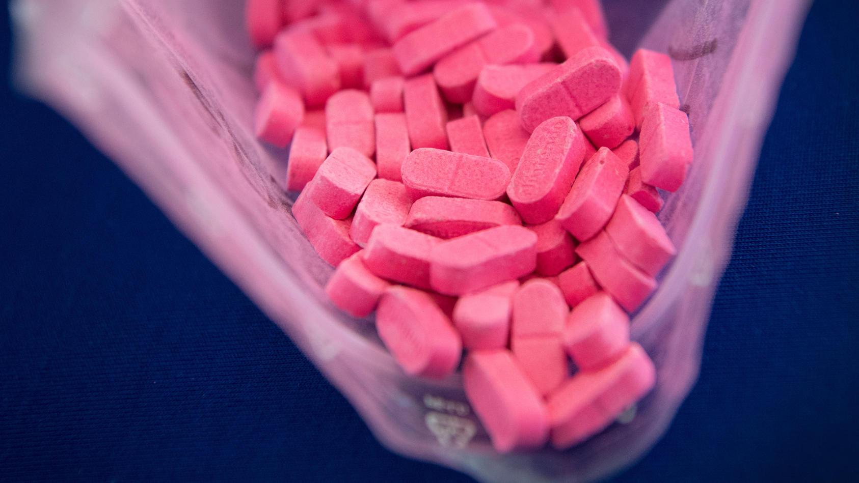 Eine 29-Jährige hat ihrem Freund (57) Drogen in allen Variationen untergejubelt (Symbolbild).