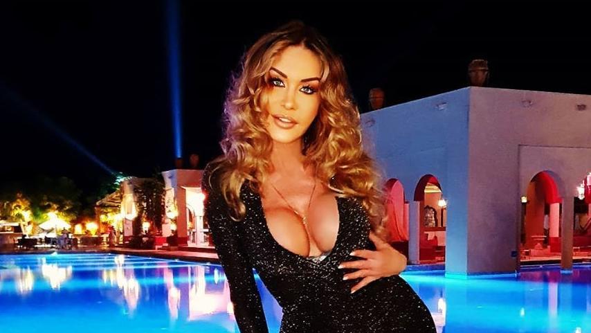 Dolly Buster lässt in der Türkei die Hüften kreisen.