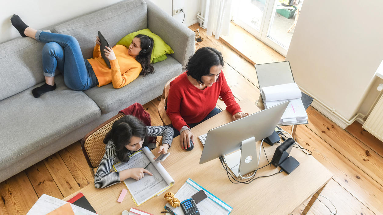 Viele Arbeitnehmer wechseln derzeit vom Großraumbüro ins Home Office - um sich vor der Coronavirus-Pandemie zu schützen.