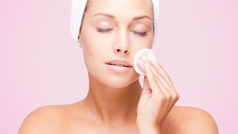 """""""Pink Skin Care"""" ist gerade ein Hautpflege-Trend."""