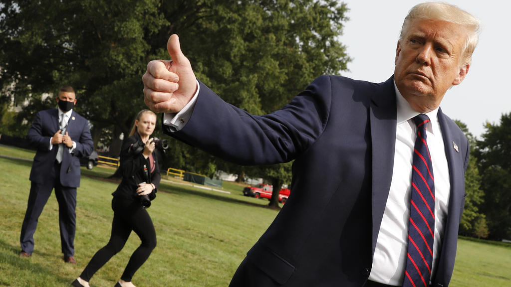 September 15, 2020, Washington, District of Columbia, USA: United States President DONALD J. TRUMP offers a thumbs up on the South Lawn of the White House in Washington before his departure to Philadelphia. Washington USA - ZUMAs152 20200915_zaa_s15
