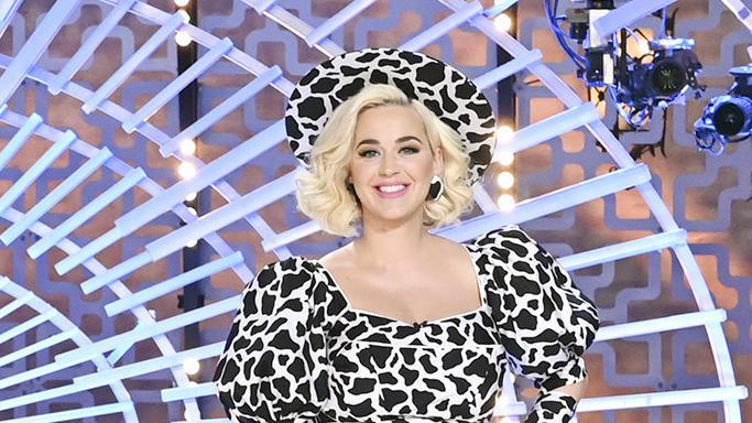 Katy Perry strahlt an ihrem ersten Tag zurück nach der Baby-Pause.