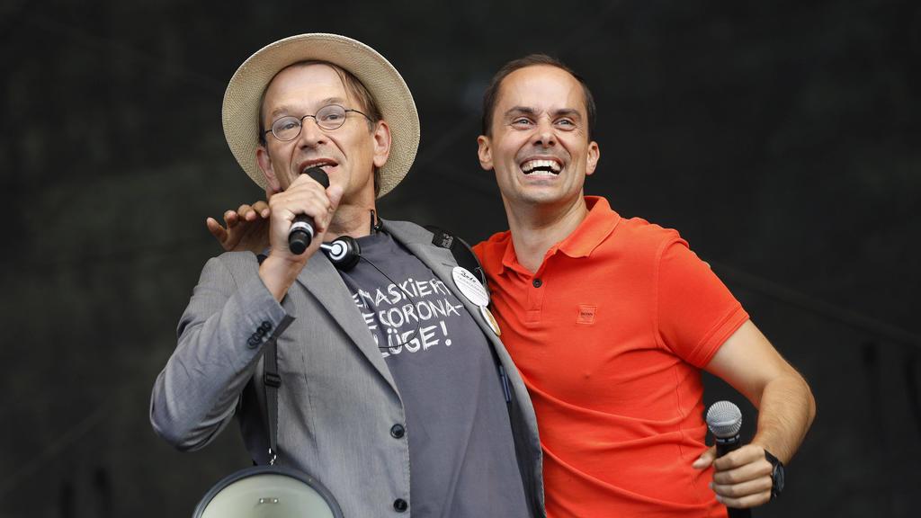 Bodo Schiffmann und Samuel Eckert - Demonstranten verschiedener Gruppierungen wie etwa der Initiative Querdenken 711 protestierten mit einer Großdemonstration in Berlin gegen die bestehenden Maßnahmen zur Eindämmung der Corona-Pandemie.