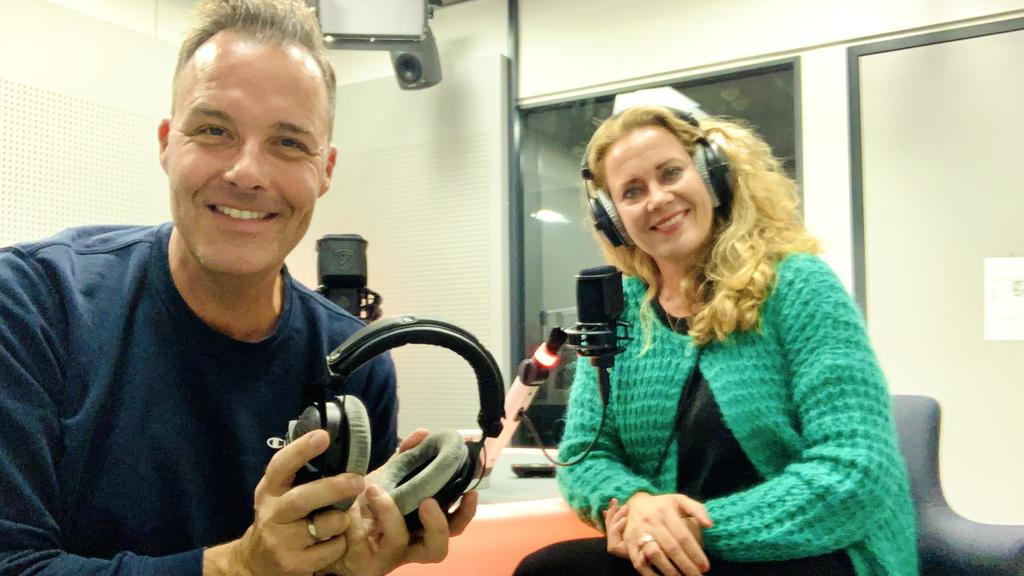 RTL-Reporter Thorsten Sleegers im Gespräch mit seiner Kollegin Kathrin Degen.