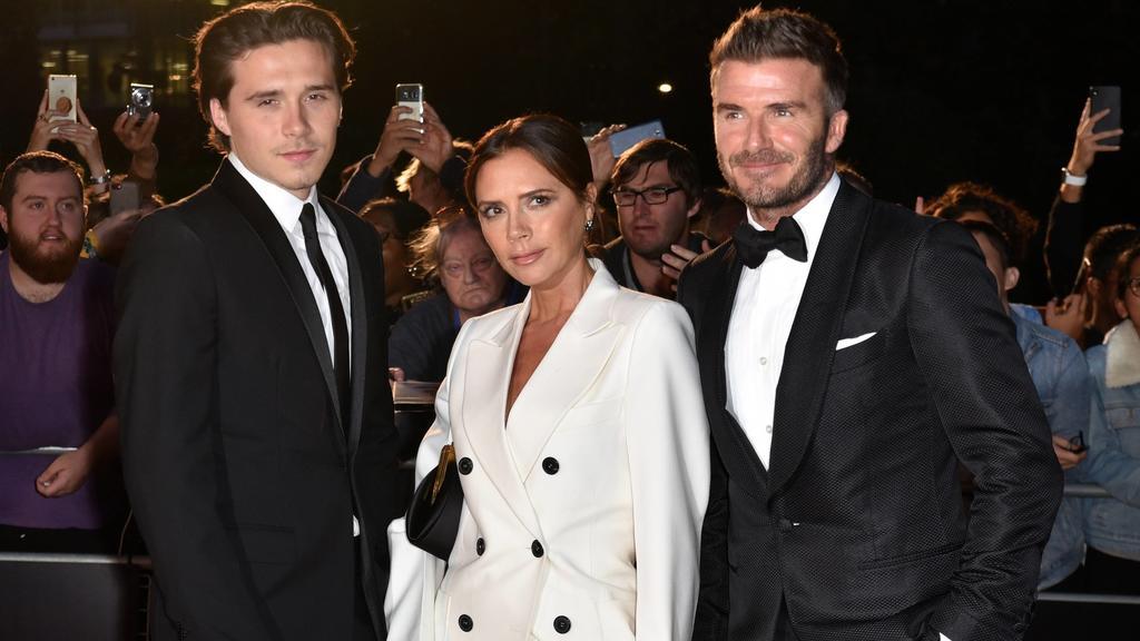 Victoria und David Beckham machen die Hochzeit von Sohn Brooklyn zur Familiensache.