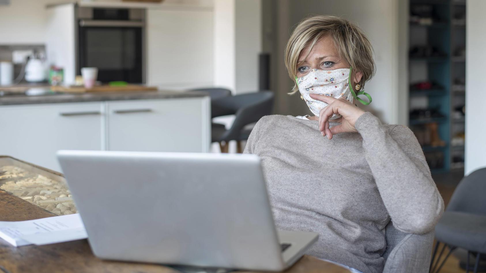 WHO: Maskentragen auch zu Hause sinnvoll