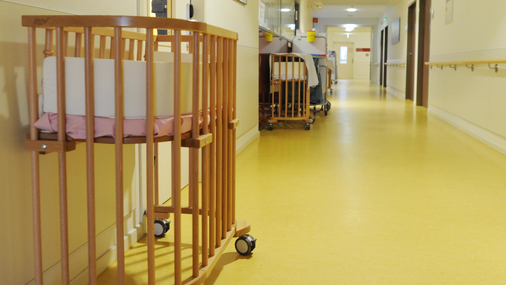 Nach dem Tod eines von einer russischen Leihmutter ausgetragenen Säuglings haben die Behörden in St. Petersburg Ermittlungen eingeleitet.