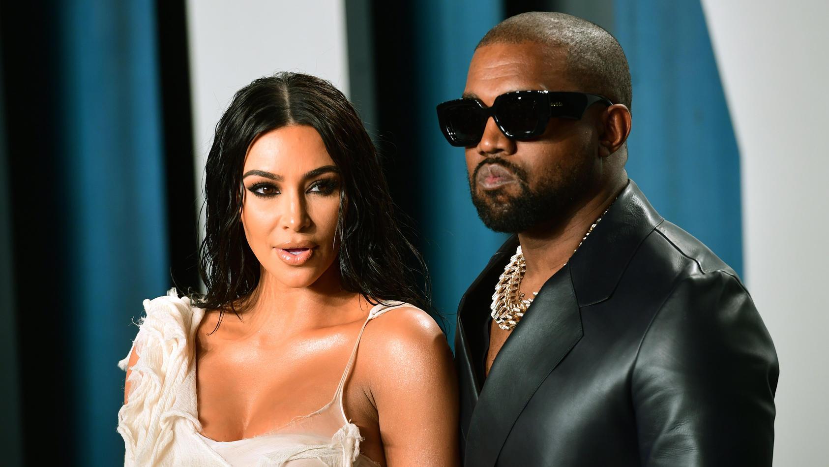 Kim Kardashian und Kanye West machen gute Miene zum bösen Spiel.