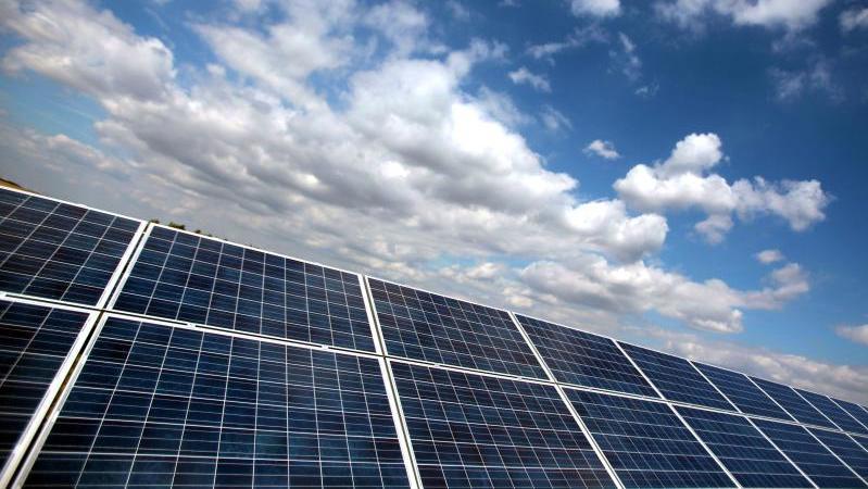 Symbolbild Solaranlage. Foto: Oliver Berg/Archiv