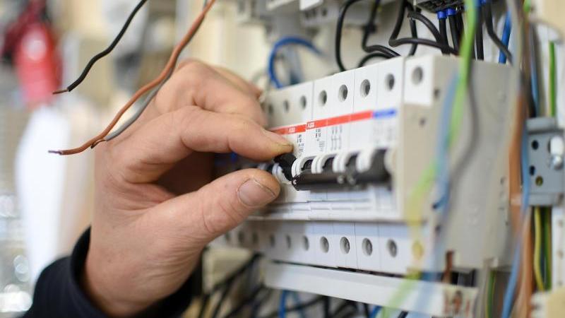 Elektriker oft mit kürzerer Wartezeit