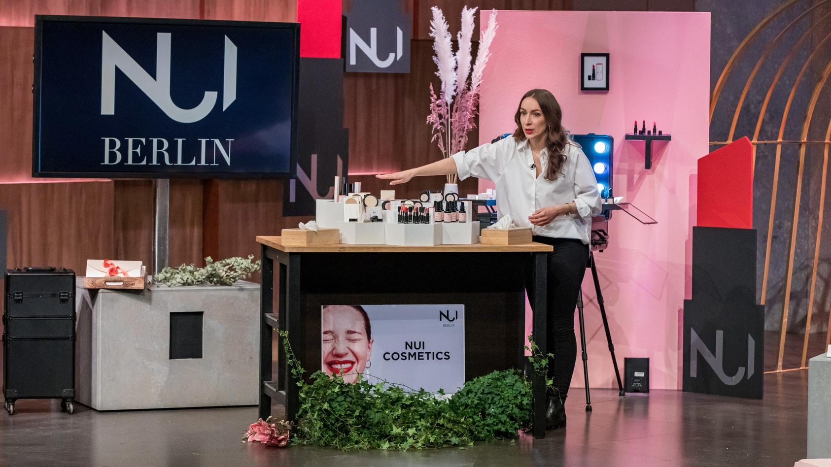 """Swantje van Uehm aus Berlin präsentiert mit  """"NUI Cosmetics"""" glamouröse Naturkosmetik."""