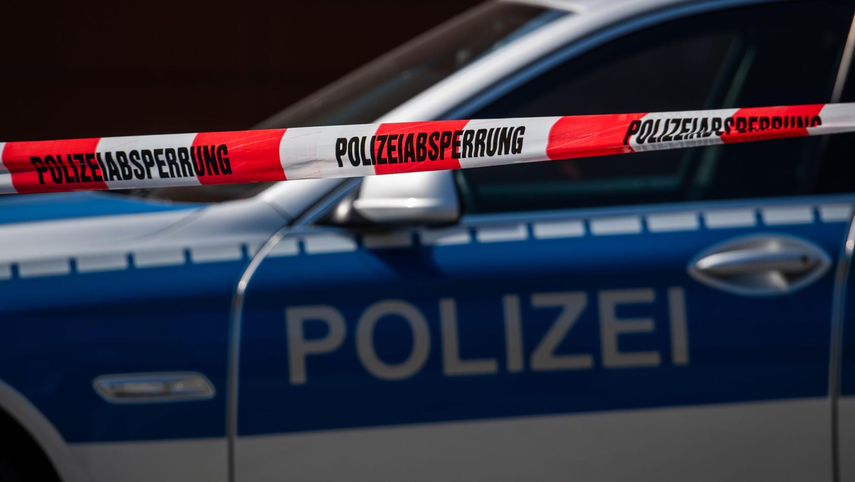 Die Polizei rückte am Montagabend zu einem Gebäude in  Leipzig Lindenau aus, um zwei vermeintlich entführte Mädchen aus einem Gebäude zu befreien