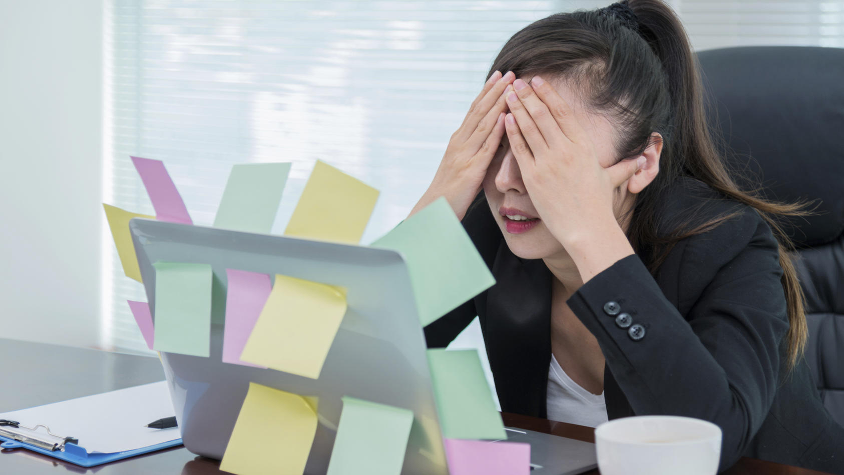 Alles gleichzeitig machen ist nicht immer besser: Multitasking kann zur echten Belastung werden.