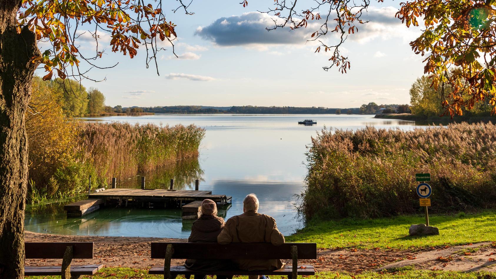 TouristenausSchleswig-Holsteinmüssen spätestens am Montag (2.11.) abreisen - mit Ausnahme derUrlauberauf den Nordsee-Inseln und Halligen.
