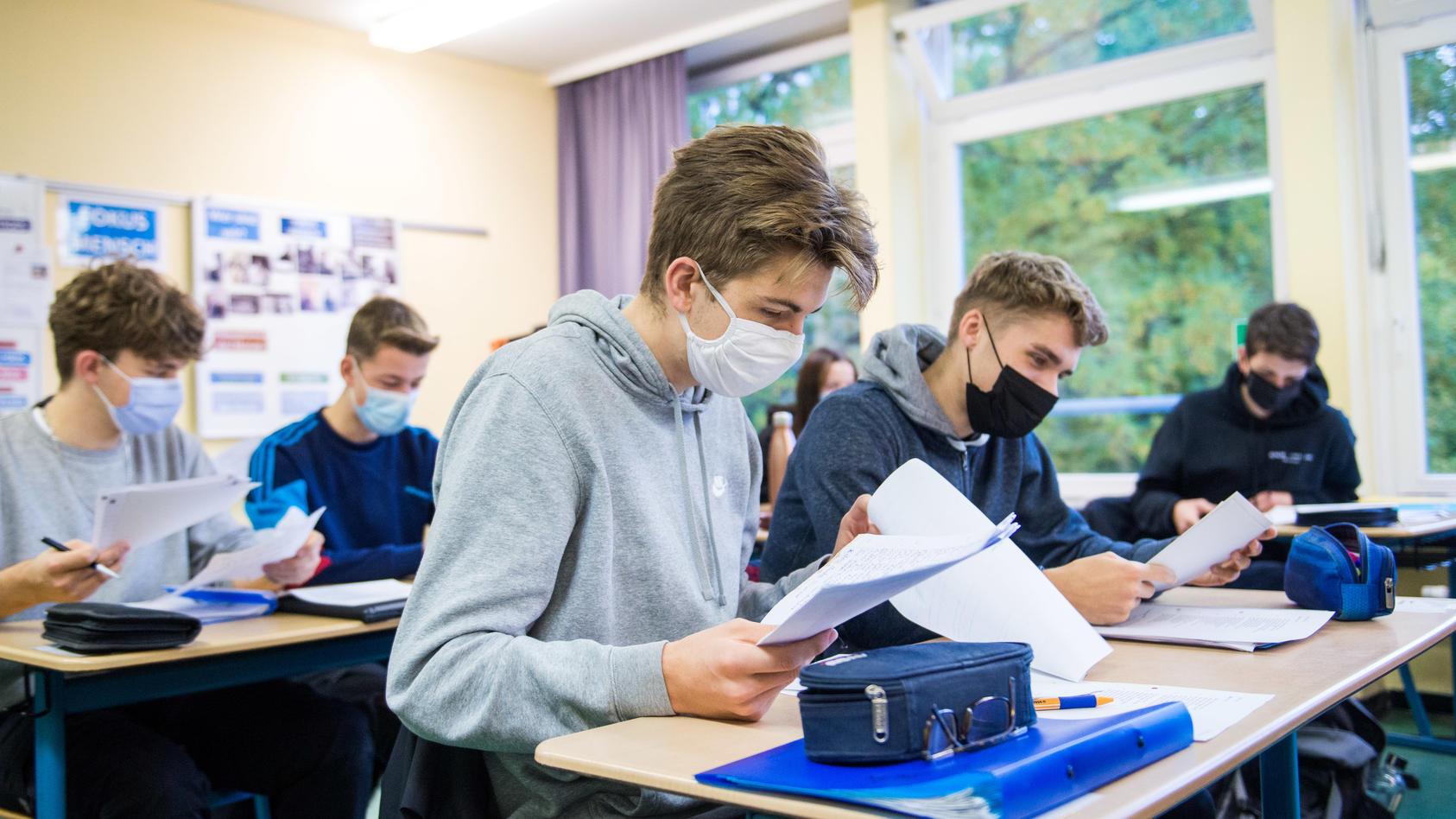 Wann dürfen Schülerinnen und Schüler die Maske wieder ablegen?