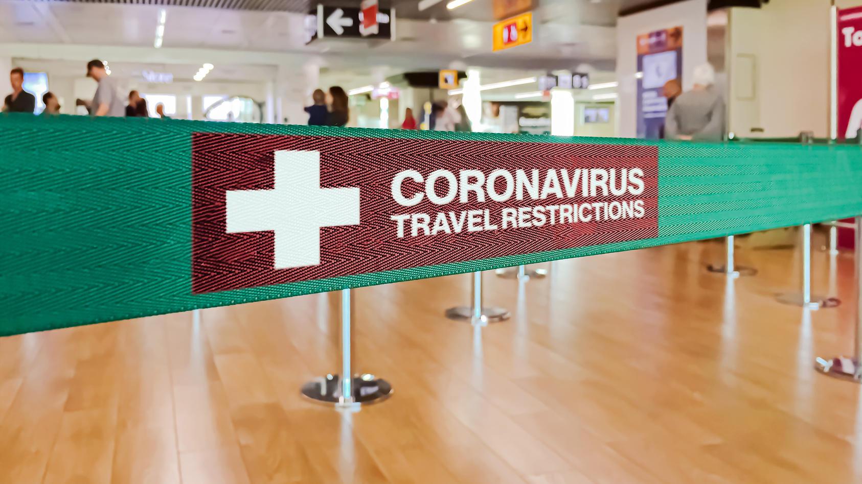 Je früher Länder Reisebeschränkungen einführten, desto niedriger war dort die Covid-19-Sterberate.