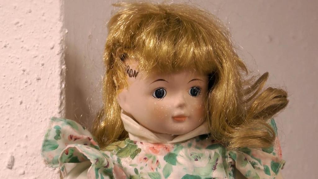 Sommerhaus: Caro Robens als Puppe
