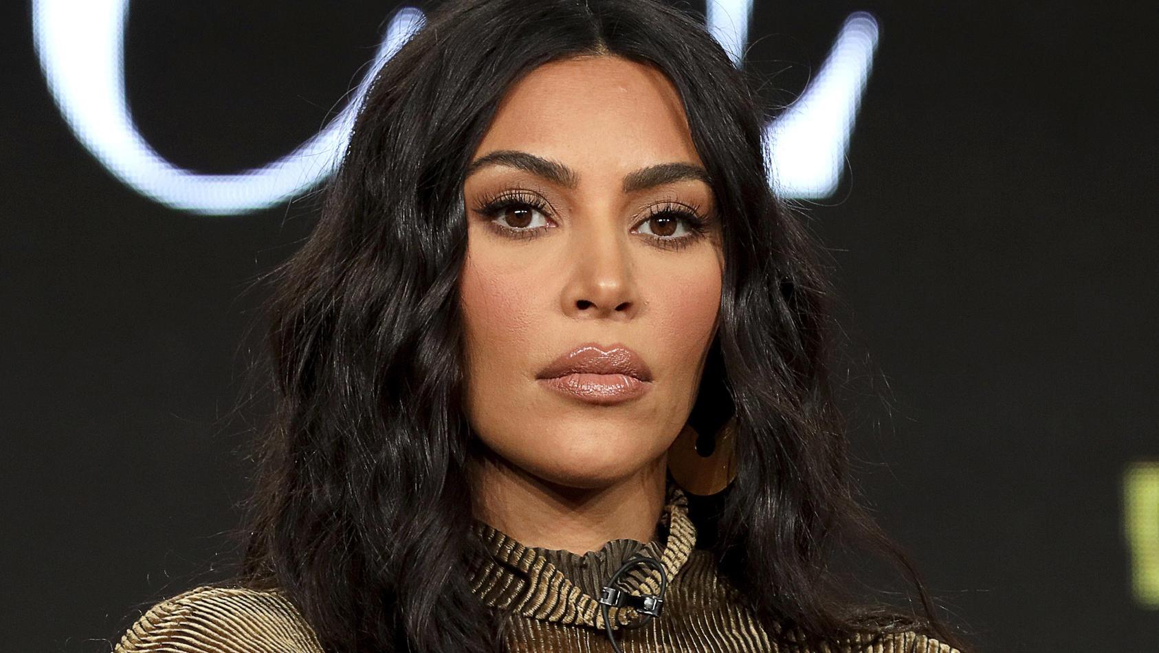 So hat sich Kim Kardashian das Ergebnis ihres Examens sicher nicht vorgestellt.