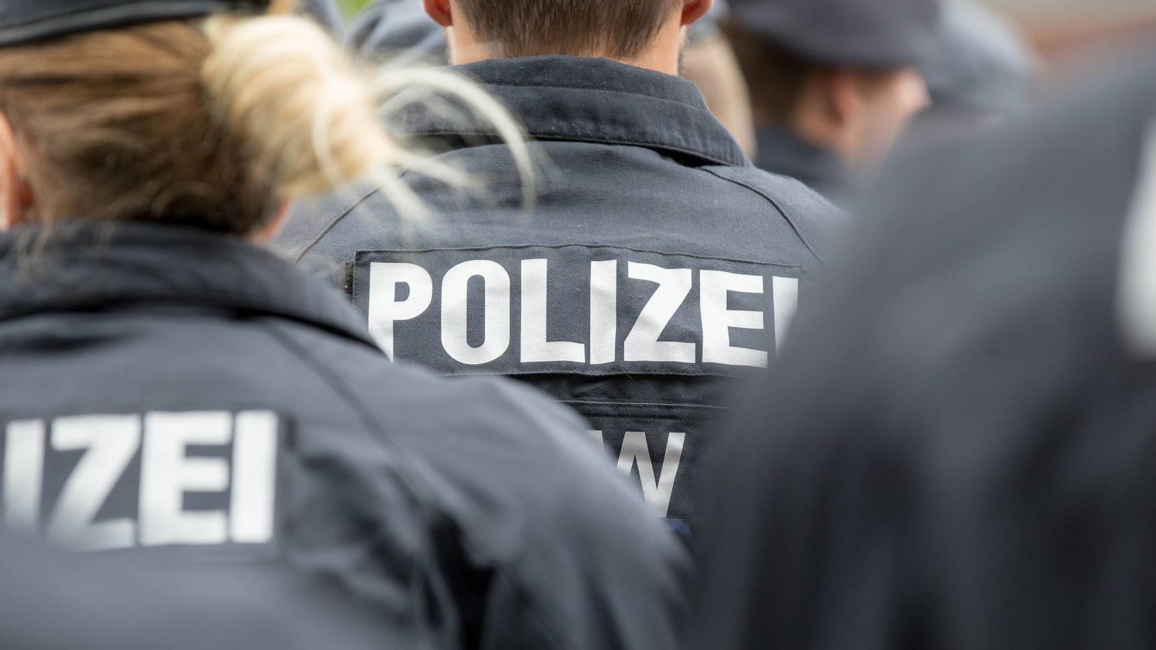 Wieder erschüttert ein Nazi-Skandal bei der Polizei Nordrhein-Westfalen und Deutschland.