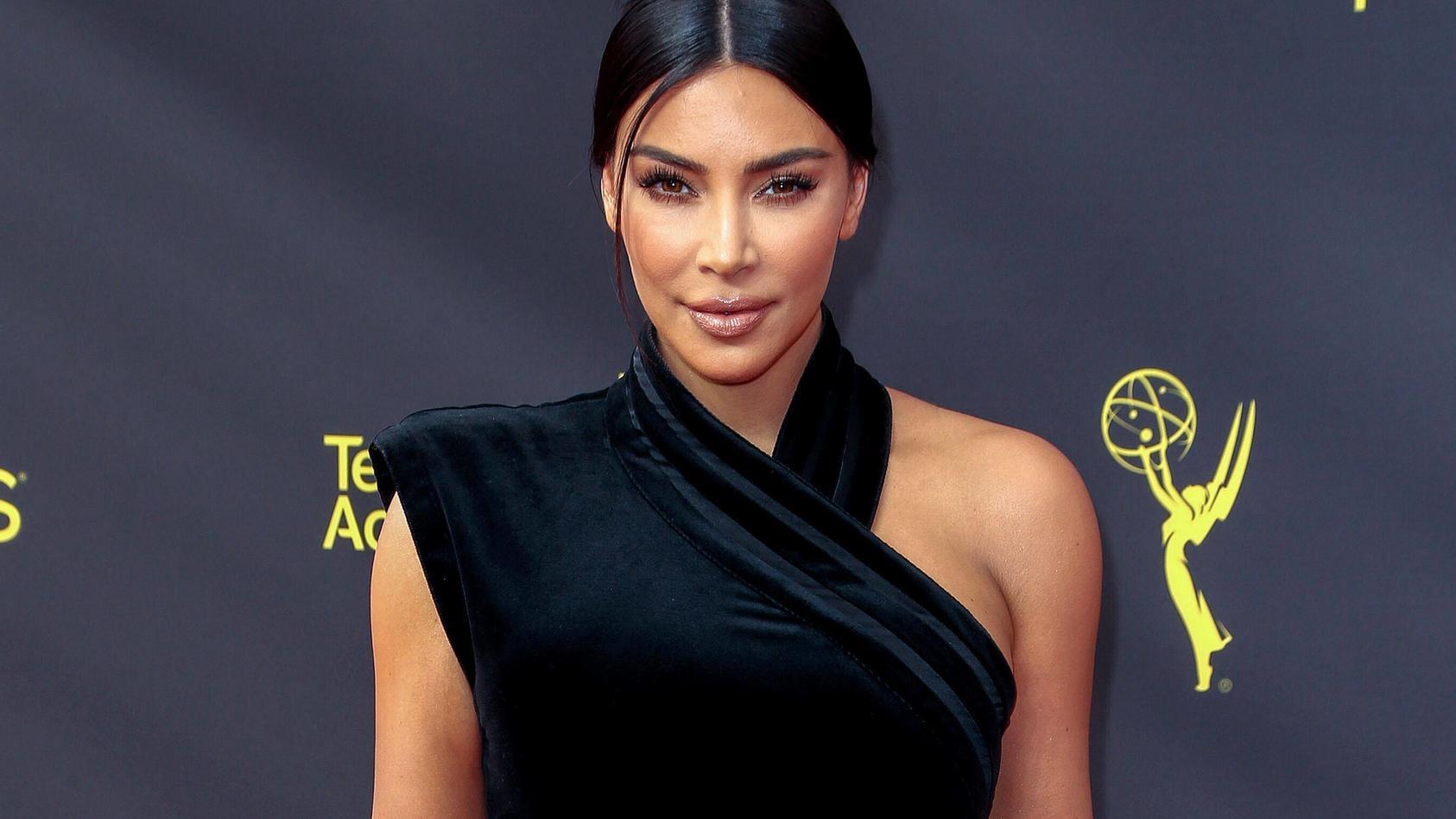 Kim Kardashian bei der Ankunft zur Verleihung der Creative Arts Emmy Awards 2019 in Los Angeles.