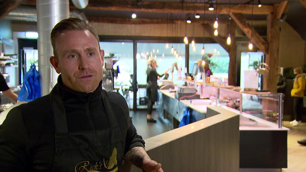 Niederländisches Restaurant serviert auf der deutschen Seite - auf der niederländischen Seite nimmt es Bestellungen auf