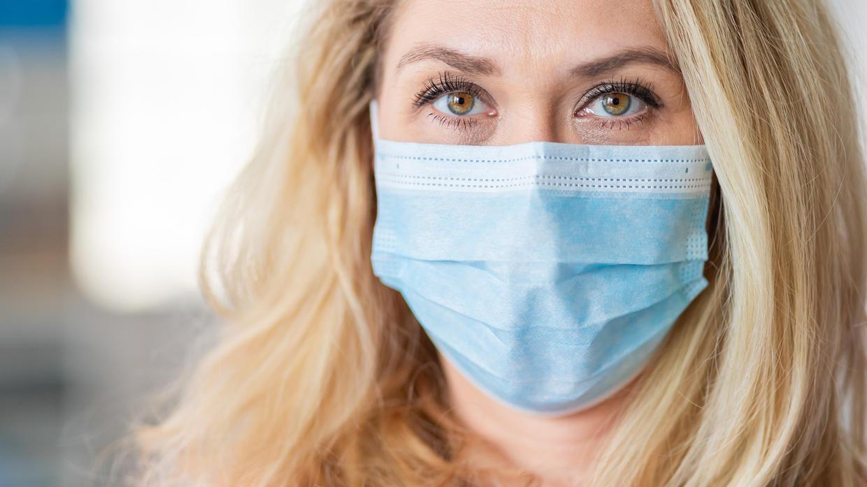 Besonders dünne Mund-Nasen-Bedeckungen sind nicht überall angebracht.