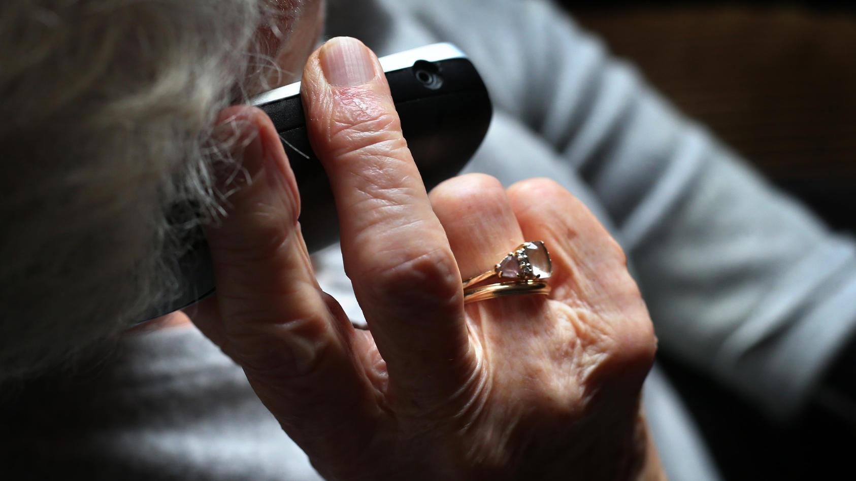 Enkeltrick: 10 000 Euro von Seniorin in Ettlingen ergaunert