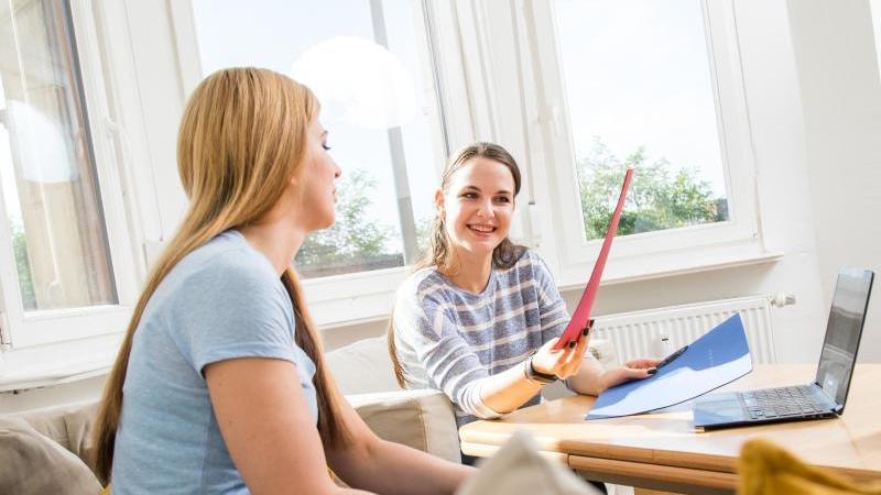 Auch nach dem 1. September werden noch Ausbildungsstellen frei. Ein aussagekräftiges Anschreiben ist mit das wichtigste für eine Bewerbung. Foto: Christin Klose/dpa-tmn