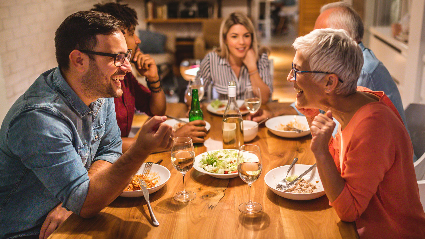 Fallen Besuche bei der Familie oder bei Freunden unter die Kontaktbeschränkung?