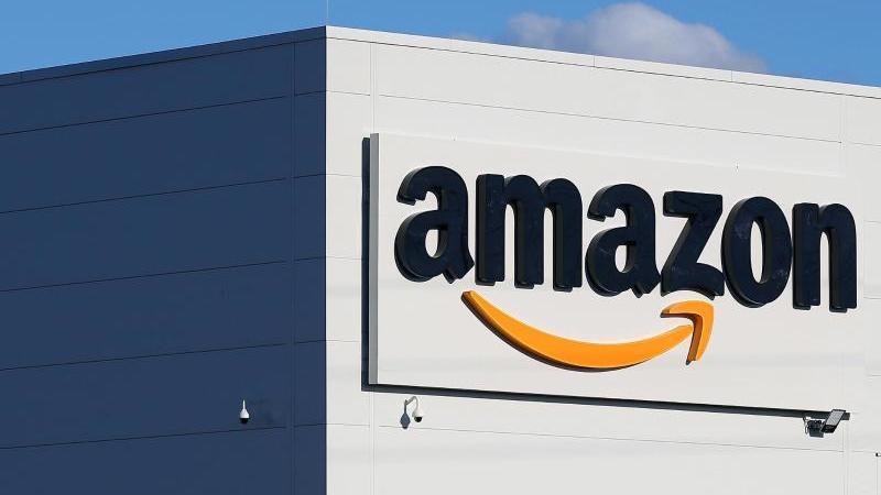 Amazon bescherte der Trend zum Einkauf im Internet einen Rekordgewinn im vergangenen Quartal. Foto: Ronny Hartmann/dpa-Zentralbild/dpa