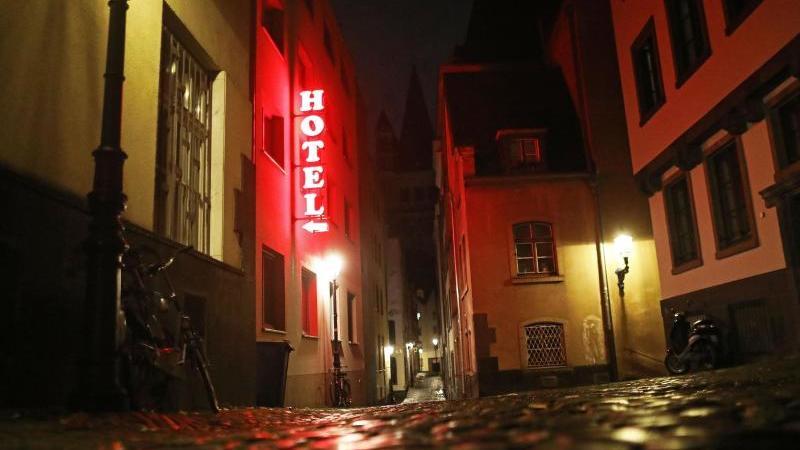 Hotels in Deutschland dürfen vom 2. bis 30 November 2020 keine Gäste beherbergen, die aus touristischen Gründen reisen. Betroffene können schon gezahltes Geld zurückfordern. Foto: Oliver Berg/dpa/dpa-tmn