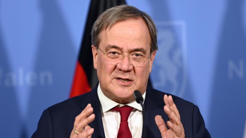 NRW-Ministerpräsident Armin Laschet (CDU) hält eine Rede. Foto: Federico Gambarini/dpa-Pool/dpa/Archivbild
