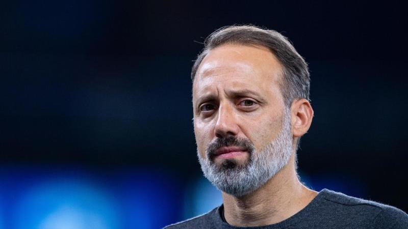 """Stuttgarts Trainer Pellegrino Matarazzo hat nach dem Spiel gegen Schalke 04 """"gemischte Gefühle"""". Foto: Guido Kirchner/dpa"""