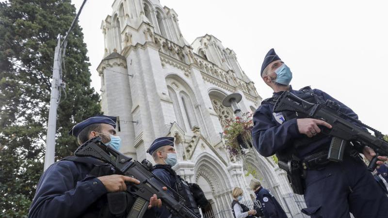 Nach der Messerattacke in Nizza werden Kirchen und Schulen inFrankreich vermehrt geschützt. Foto: Eric Gaillard/Pool Reuters/AP/dpa