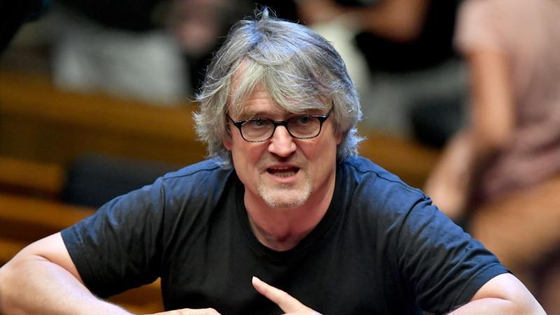 Dirigent Ingo Metzmacher. Foto: Barbara Gindl/APA/dpa/Archivbild